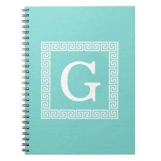 ターコイズの白いギリシャ人の鍵フレーム#1の最初のモノグラム ノートブック