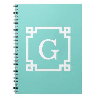 ターコイズの白いギリシャ人の鍵フレーム#2の最初のモノグラム ノートブック