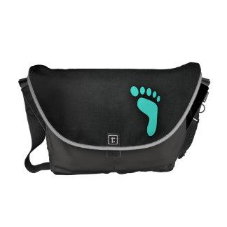 ターコイズ、青緑色の足跡 メッセンジャーバッグ
