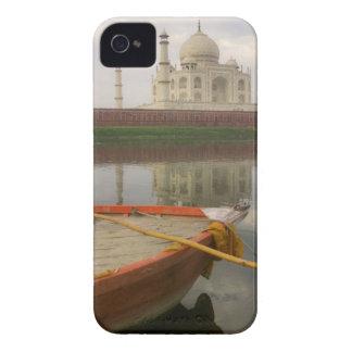 タージ・マハル、アグラ、インドが付いている水でカヌーをこいで下さい Case-Mate iPhone 4 ケース