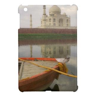 タージ・マハル、アグラ、インドが付いている水でカヌーをこいで下さい iPad MINI カバー