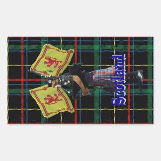 タータンチェックのスコットランドのパイパー 長方形シール