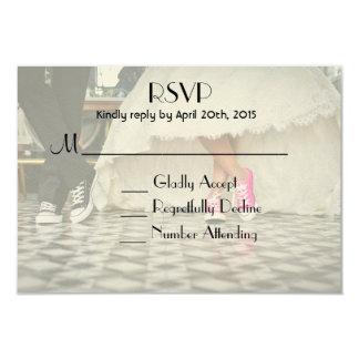 ダイナーのスタイルの結婚式のカップルRSVP カード