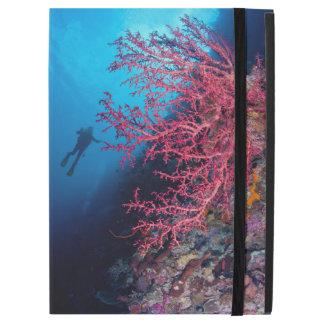 ダイバーおよび柔らかい珊瑚のiPadのプロ例