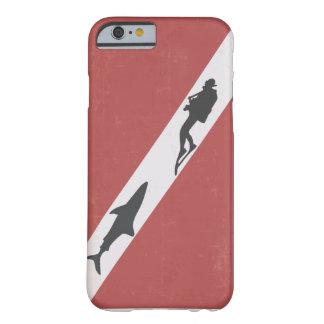 ダイバーは鮫によって追跡されるダイバーに印を付けます BARELY THERE iPhone 6 ケース