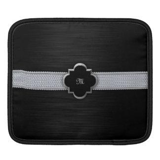 ダイヤモンドおよびモノグラムが付いている黒い穴があいた金属 iPadスリーブ