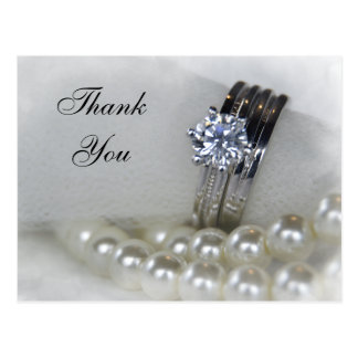 ダイヤモンド指輪および白い真珠の結婚は感謝していしています ポストカード