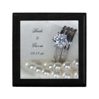 ダイヤモンド指輪および白い真珠の結婚 ギフトボックス