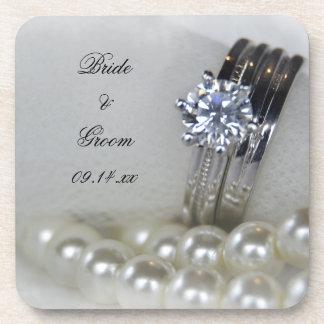 ダイヤモンド指輪および白い真珠の結婚 コースター