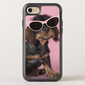 ダックスフントの子犬の身に着けているサングラス オッターボックスシンメトリーiPhone 8/7 ケース