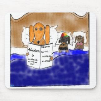 ダックスフントの就寝時間物語 マウスパッド