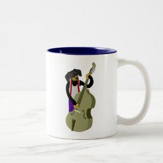 ダックスフントジャズベース奏者 ツートーンマグカップ