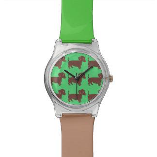 ダックスフントパターン緑およびブラウンの腕時計 腕時計