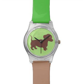 ダックスフントブラウンおよび緑の腕時計 腕時計