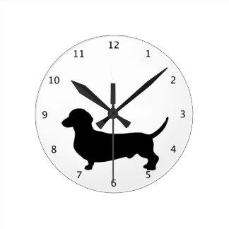 ダックスフント犬のかわいく黒いシルエットのdoxie ラウンド壁時計