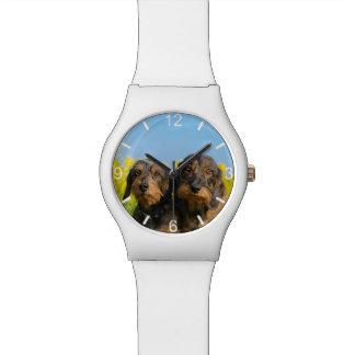 ダックスフント犬のDackelの2人のかわいい友人の目盛板 腕時計