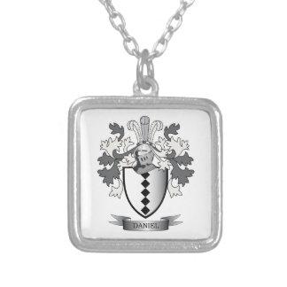 ダニエルの家紋の紋章付き外衣 シルバープレートネックレス
