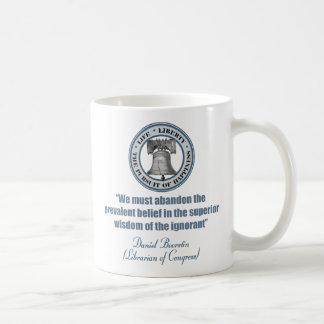 ダニエルBoorstinの引用文-知らないのの知恵 コーヒーマグカップ