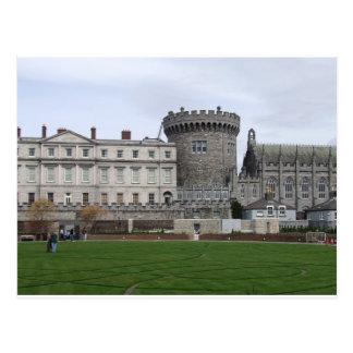 ダブリンの城アイルランド、芝生及び城のタレット ポストカード