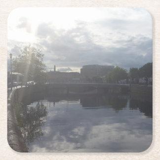 ダブリンの川の日の出のコースター スクエアペーパーコースター