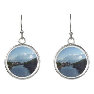 ダブリンの川のLiffeyの景色の低下のイヤリング イヤリング