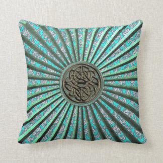 ダマスク織およびケルト結び目模様の枕が付いている緑の星 クッション