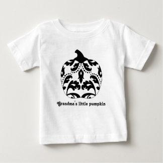 ダマスク織のハロウィンのエレガントな白黒カボチャ ベビーTシャツ