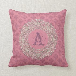 ダマスク織のローズピンクのベージュ色のかぎ針編み クッション