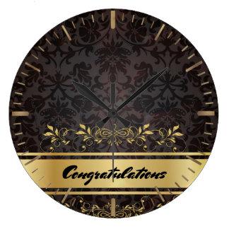 ダマスク織の金デザインのカスタムなモノグラムのテンプレート ラージ壁時計