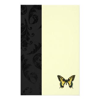 ダマスク織の黒く黄色い蝶結婚式 便箋