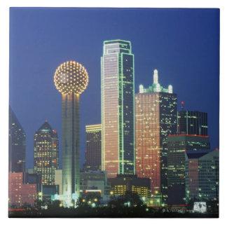 「ダラスの懇親会Towerの夜のTXのスカイライン タイル