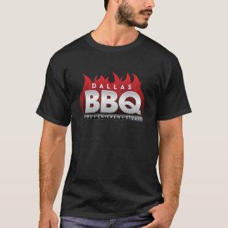ダラスBBQの人の基本的な暗いTシャツ Tシャツ