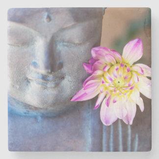 ダリアが付いている仏の彫像 ストーンコースター