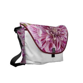 ダリアの花のMesengerのピンクのバッグ メッセンジャーバッグ