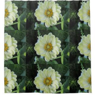 ダリアの薄黄色の花 シャワーカーテン