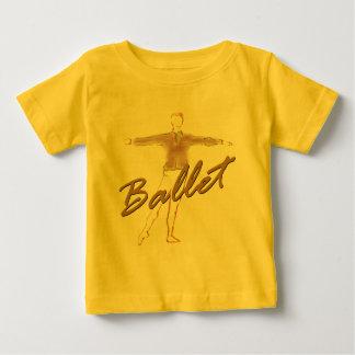 ダンサーのためのバレエの男の子のギフト ベビーTシャツ