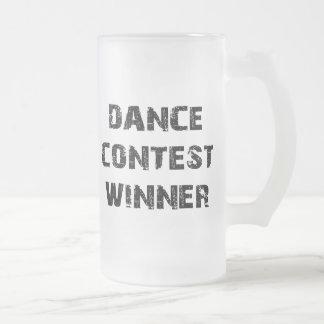 ダンスのコンテストの勝者 フロストグラスビールジョッキ