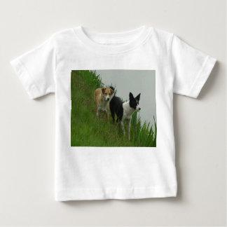 ダンプカーおよびDixie -ボーダーコリー ベビーTシャツ