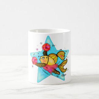 チアリーダーの魚のかわいくおもしろいで活発な漫画の応援 モーフィングマグカップ