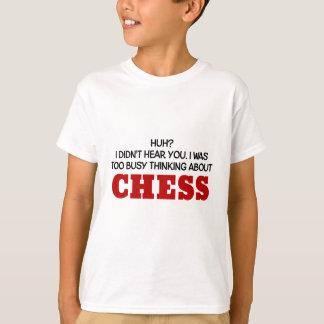 チェスについて余りに忙しい考えること Tシャツ