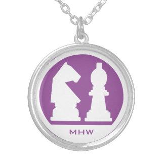 チェスのカスタムなモノグラム及び色のネックレス シルバープレートネックレス