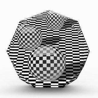 チェスの球を持つ白黒絵 表彰盾