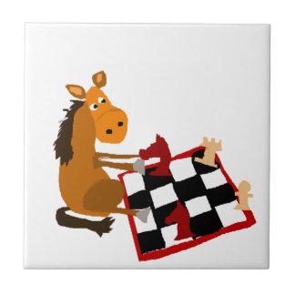 チェスの芸術のオリジナルを遊んでいるおもしろいな馬 タイル
