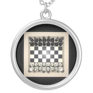 チェス盤および駒: ネックレス