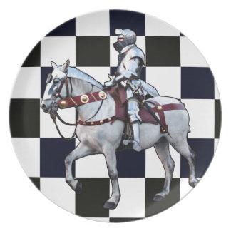 チェス盤を持つ白馬の騎士 プレート