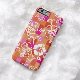 チェッカーボードのハイビスカスのハワイ州人の花柄 BARELY THERE iPhone 6 ケース