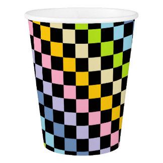 チェック模様のパステル調の虹の黒 紙コップ