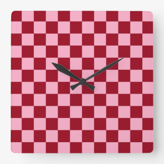 チェック模様のピンクおよびバーガンディ スクエア壁時計