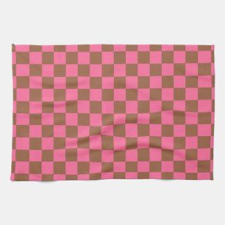 チェック模様のピンクおよびブラウン キッチンタオル