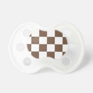 チェック模様の大きい-白およびコーヒー おしゃぶり